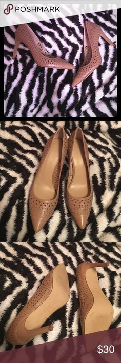 Ann Taylor shoes Carmel beige color size 9 1/2 Like new condition Ann Taylor shoes size 9 1/2 - beautiful shoes great to add to your closet 👌🏼🎉 Happy Poshing!! Ann Taylor Shoes Heels