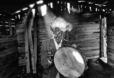 Nikos Economopoulos. GREECE. Epirus, Parakalamos. A gipsy musician. 1993