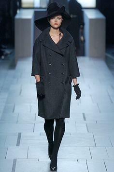 Louis Vuitton Fall 2005 Ready-to-Wear Fashion Show - Tasha Tilberg (OUI)