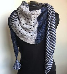 Knitting Patterns Cowl Ravelry: Triple Shawl pattern by Caroline Wiens Shawl Patterns, Lace Patterns, Knitting Patterns, Knitting Tutorials, Loom Knitting, Crochet Patterns, Knitting Machine, Free Knitting, Stitch Patterns