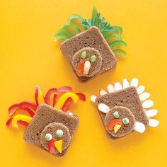 Thanksgiving Food Ideas for Family Fun. Check out our Thanksgiving cookies, turkey cupcakes and other food ideas to celebrate the holiday with family. Cute Thanksgiving Desserts, Healthy Thanksgiving Recipes, Thanksgiving Parties, Thanksgiving Crafts, Thanksgiving Traditions, Thanksgiving Activities, Thanksgiving Table, Turkey Sandwiches, Sandwich Appetizers
