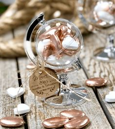 10 decor ideas for a travel theme wedding Clem Around The Corner Wedding Gifts For Guests, Wedding Favours, Wedding Themes, Diy Wedding, Wedding Ceremony, Wedding Invitations, Wedding Decorations, Travel Decorations, Travel Party