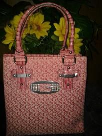 GUESS handbag v cute purse 4 her she will love it free ship for 54.99 newt