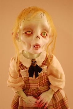 Zombie doll- There's something creepy cute about her. Zombie Dolls, Scary Dolls, Zombie Kid, Zombies, La Danse Macabre, Marionette, Halloween Doll, Paperclay, Creepy Art