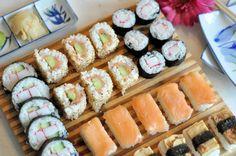 Zelf sushi maken kan je zo makkelijk en moeilijk maken als je zelf wilt. Maar het is ontzettend leuk voor een hele gezellige avond met vrienden.