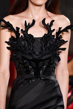 Valentin Yudashkin at Paris Fashion Week Fall 2015 - StyleBistro Haute Couture Style, Couture Details, Fashion Details, Fashion Design, Couture 2015, Fashion Week Paris, Runway Fashion, Milan Fashion, Dark Fashion
