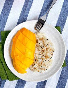 Mango Sticky Rice: my sweet addiction. Sweet Sticky Rice, Mango Sticky Rice, Famous Desserts, No Cook Desserts, Easy Desserts, Dessert Recipes, Thai Mango, Sticky Rice Recipes, Taiwanese Cuisine