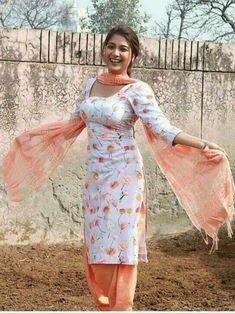 Punjabi dress for girls Punjabi Girls, Punjabi Dress, Pakistani Girl, Saree Dress, Punjabi Suits, Korean Beauty Girls, Beauty Full Girl, Beauty Women, Beautiful Muslim Women