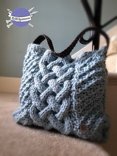 This is a great knit purse. I have a belt I could repurpose as a handle.