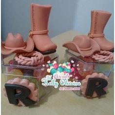 Cowboy #biscuit #biscuitsbykellyoliveira #biscuits #personalizados #decoracao #decor #decoracion #decoration #polycol #tekbond #porcelanafria #maceio #maceioalagoas #festa #festainfantil #fest #happy #decoracaoinfantil #decoracao #decor #decoracion #decoration #lembrancas #lembrancinhas #personalizado #biscuitmaceio #cowboy #chapeu #botacowboy