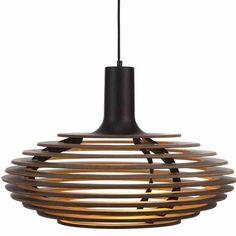 Bestel @ SOOO.nl: de grote design hanglamp van notenhout met zwarte of witte fitting. Een stoere eyecatcher voor boven de eettafel of in een hoge ruimte.