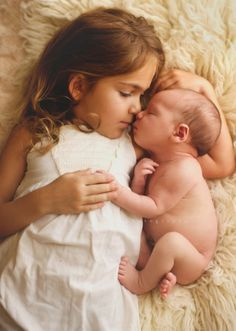 Adorable sibling photography ideas with sister, new baby 15