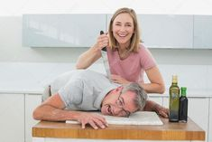 Happy woman holding knife to man's neck in kitchen — Stock Image Stupid Funny Memes, Haha Funny, Foto Top, Draw The Squad, Strange Photos, Meme Template, Action Poses, Cursed Images, Happy Women