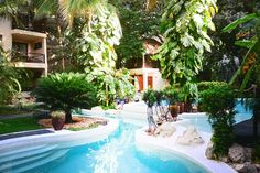 Hotel la Tortuga is one of the few intimete boutique hotel in playa del Carmen with its unique oasis design and built especially for romnce and relaxations