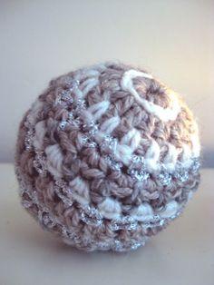 Tempo Libero: news e articoli Christmas Balls, Family Christmas, Winter Christmas, Christmas Crafts, Christmas Decorations, Christmas Ornaments, Crochet Christmas, Holiday, Crochet Ball