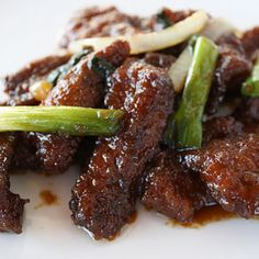 Mongolian Beef Ingredients: 1 lb flank steak ¼ cup cornstarch 2 teaspoons vegetable oil ½ teaspoon ginger (minced) 1 tablespoon garlic (minced) ½ cup soy sauce 1/2 cup water ½ cup brown sugar 2 tablespoons rice wine ½ teaspoon red pepper flakes 2 green onions (sliced) 1 medium onion (sliced) Oil (for frying)