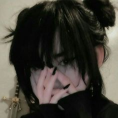 Aesthetic People, Aesthetic Hair, Chicas Punk Rock, Shot Hair Styles, Beautiful Haircuts, Grunge Photography, Emo Girls, Look Cool, Alternative Fashion