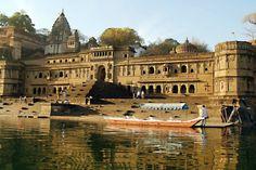 Vivez la vie de Maharaja au Ahilya Fort à Maheshwar Indore, Heritage Hotel, Madhya Pradesh, Luxury Holidays, India Travel, Luxury Travel, Adventure Travel, Arizona, Places To Go