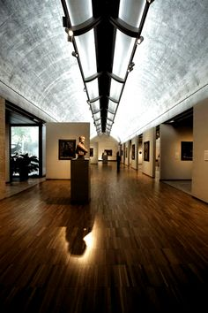 Kimball Museum by Louis Kahn, Fort Worth, TX.  The shift in the prevailing wisdom, however, has been towards a more deliberate and restrained arrangement of the art works. #Art