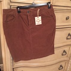 Ralph Lauren corduroy skirt Beautiful brown corduroy skirt with small pleats in the back Polo by Ralph Lauren Skirts