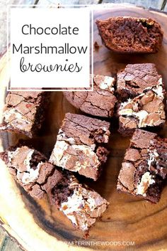 Marshmallow Chocolate Brownies We had yet another snow day last week and while we are home we made these Marshmallow Chocolate Brownies recipe. This brownie recipe is a rich and fudgy chocolate delicious creation. We used marshmallow fluff … Marshmallow Brownies, Marshmallow Creme, Marshmallow Frosting Recipes, Recipes Using Marshmallows, Homemade Marshmallows, Chocolate Roll Cake, Chocolate Brownies, Boxed Brownies, Easy Brownies