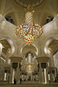 Sheikh Zayed Grand Mosque interior with world's largest Swarovski chandelier , Abu Dhabi, United Arab Emirates Islamic Architecture, Beautiful Architecture, Art And Architecture, Abu Dhabi, Temples, Beautiful World, Beautiful Places, Beautiful Mosques, Grand Mosque