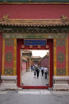 China′s Forbidden City to control visitor numbers. The plans, including not allowing annual ticket holders to visit during peak seasons, a seven-day promotion of ticket sales for afternoon visits from July to August, and online pre-sale of tickets during festivals and holidays, were released during a public hearing. #Chinatour #Forbiddencity #Beijing