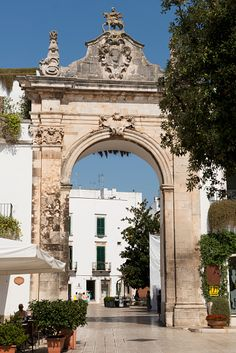 Main gate leading to the old town of Martina Franca with traditional Puglian architecture; Martina Franca, Puglia, Italy