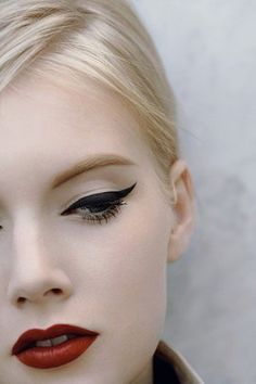 10/10 - the perfect wing, lip and complexion, simply to die for!