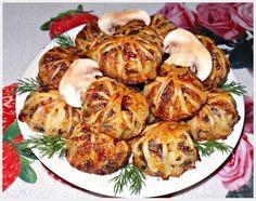 Фото к рецепту: Клубочки из слоеного теста с куриным фаршем,грибами и рисом
