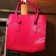 Gorgeous Red bag from Elizabeth Arden NWT Gift from purchase  NWT. Medium size. Gorgeous. Elizabeth Arden Bags Totes
