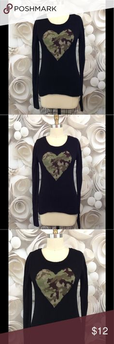 LEI Women's Sweater Pullover Camouflage Heart LEI Women's Sweater Pullover Black Camouflage Heart - Juniors Sz M EUC!!