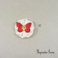 bouton pression fleur/papillon, blanc et rouge, soie, 4 cm, coeur sequin doré, couture créative,modèle Mia, made in France Support, Decoration, Passion, France, Collection, Red And White, White Silk, Playing Card, Papillons