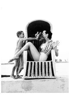 Carmen Dell´Orefice. Photo by Norman Parkinson. Bahamas, 1959.