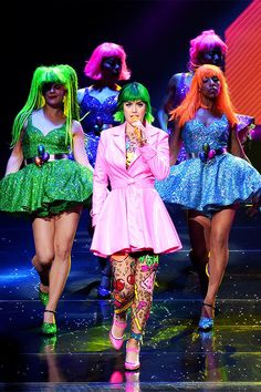 Katy Perry really wants Lenny Kravitz to perform with her. Perry, will take the stage during the Super Bowl XLIX halftime show, and she told Willie Geist during the Baltimore Ravens and New Katy Perry Kostüm, Katy Perry Photos, Candy Costumes, Cool Costumes, Rainbow Chip Frosting, Prismatic World Tour, Lenny Kravitz, American Singers, Beautiful Outfits