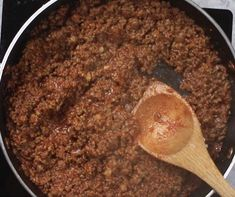 This photo shows the thick meat sauce once when it's ready to be put into Party Lasagna Spaghetti Recipes, Pasta Recipes, Cooking Recipes, Taco Spaghetti, Lasagna Recipes, Cheese Ball Recipes, Tasty Videos, No Noodle Lasagna, Cooking For Two