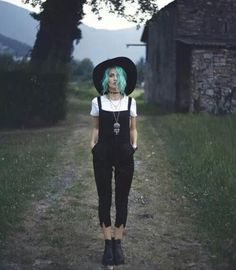 autumn outfit, grunge, dark outfit, fedora, black and white, colorful hair // @just_laura  so witchyyy
