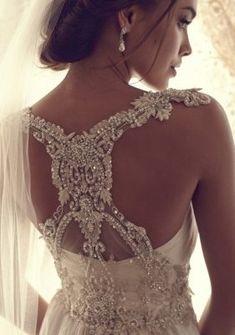 LOOOOOOOVVVVEEEEE this dress!!!!!   Anna Campbell 2013 Bridal Collection