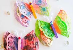 Are you looking for fun and easy Spring Crafts for Kids? check out this gorgeous collection of colourful kids crafts for all your Spring crafting! Kids Crafts, Bug Crafts, Preschool Crafts, Projects For Kids, Arts And Crafts, Doilies Crafts, Edible Paint, Heart Crafts, Butterfly Crafts