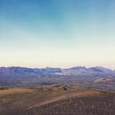 #r Dentro una storia.. . #portadelvento #factory #winelover #winecountry #wineart #winelands #good #vibes #nature #naturelovers #vast #landscape #mountains #sicily #beautiful #land