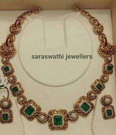 Saved by radha reddy garisa Antique Jewellery Designs, Gold Jewellery Design, Handmade Jewellery, Designer Jewellery, Antique Jewelry, Vintage Jewelry, Jewelry Trends, Jewelry Sets, Emerald Jewelry