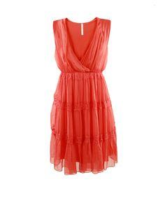 Ladylike dress in coral hues