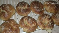 Kváskové makové briošky - recept   Varecha.sk Doughnut, Hamburger, Bread, Desserts, Food, Basket, Tailgate Desserts, Deserts, Brot