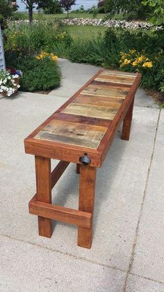 Pallet Wood Top Bar In this Instructable I'll demonstrate how to build an outdoor bar/table with a reclaimed pallet wood top. This project is relatively simple and can be completed in The post Pallet Wood Top Bar appeared first on Wood Ideas. Wooden Pallet Projects, Wooden Pallet Furniture, Wooden Pallets, Pallet Ideas, Pallet Wood, Diy Furniture, Outdoor Wood Projects, Outdoor Pallet, Backyard Projects