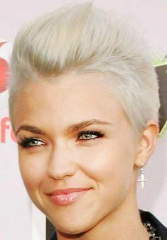 elegant short pixie cut hairstyles for blonde hair