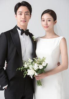 Pre Wedding Poses, Pre Wedding Photoshoot, Wedding Couples, Wedding Ideas, Marriage Poses, Korean Couple Photoshoot, Korean Bride, Korean Wedding Photography, Wedding Stills