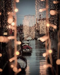 🔺This wonderful picture is by 🔹Location Italy Vacation, Italy Travel, Italy Trip, Amazing Destinations, Travel Destinations, Salt Lake Restaurants, Christmas In Italy, Christmas Time, Merry Christmas