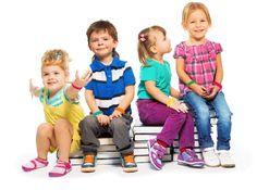Ihr Kindergarten-Armband.  Mit Ihren Farben/Texten und Logos. 100% Haut- und Trage-freundliches Silikon. Allergiefrei und abwaschbar. Die tolle Idee für: - Namensarmbänder - Zur Einteilung in verschiedene Gruppen (z.B. Käfer-/Küken-/Frosch-Gruppe) - Kindergartenveranstaltungen (Feste, Theater, Geburtstage...) - für Ausflüge mit Ihrer Telefonnummer - als Begrüßungs-/Abschiedsgeschenk  Wir freuen uns auf Ihre Anfragen. Ihr ownBand-Team #ownBand #Silikonarmband #Kindergarten #DIY
