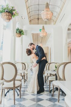 Opposites attract in this Black and White Glam Wedding at the Thompson Hotel & Colette Grand Cafe. Photographed by Olive Photography.