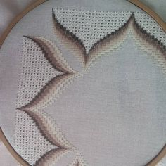 Embroidery Stitches, Embroidery Patterns, Hand Embroidery, Swedish Embroidery, Bargello Needlepoint, Cross Stitch Borders, Needle And Thread, Needlework, Textiles